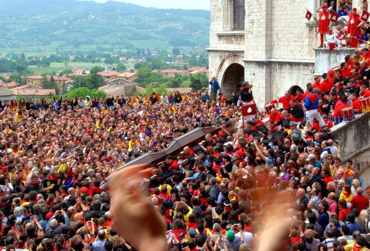 Губбьё-Gubbio-праздник-больших-свечей